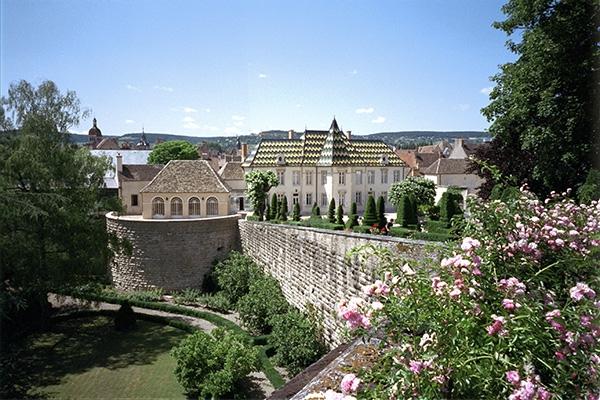 부르고뉴 와인의 수도 본(Beaune)을 대표하는, 부르고뉴 최대 지주 부샤 뻬레 에 피스