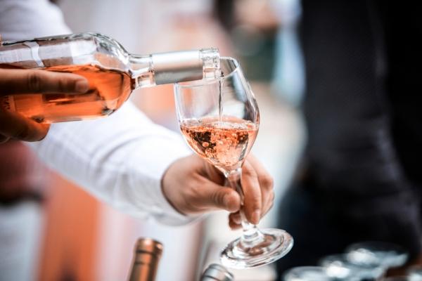 봄날에 즐기는 로제 와인